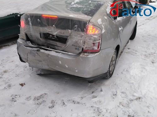 выкуп битого авто в Гродно марки тойота модели приус с разбитым бампером и крышкой багажника