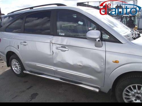 Скупка аварийных машин с повреждением пассажирской двери и крыла