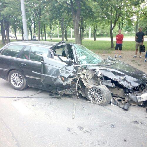 Аварийный авто BMW
