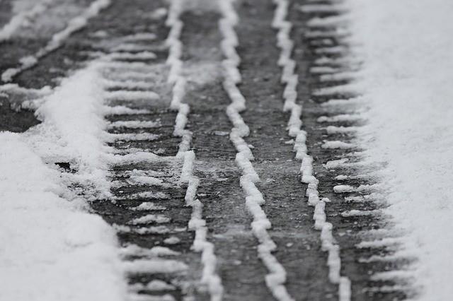 Когда менять шины на зимние и что на это влияет