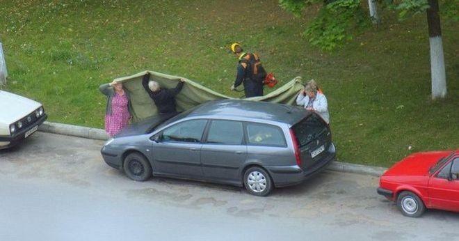 Работники ЖЭСа не допускают появления аварийных авто