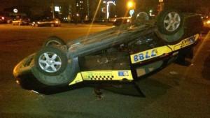 Аварийное авто Nissan после переворачивания